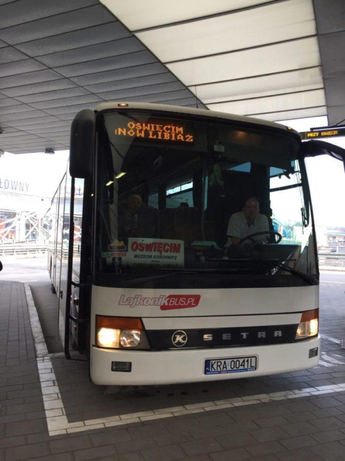 波蘭克拉科夫Krakow巴士,前往奧斯辛集中營。