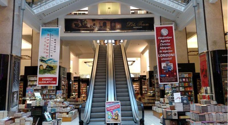 Cafe Parisi 一樓書店