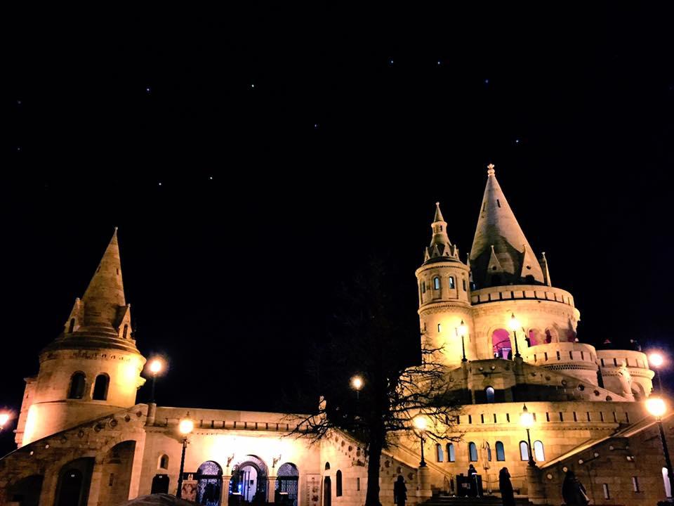 布達佩斯-布達區-漁人堡夜景,必看行程。
