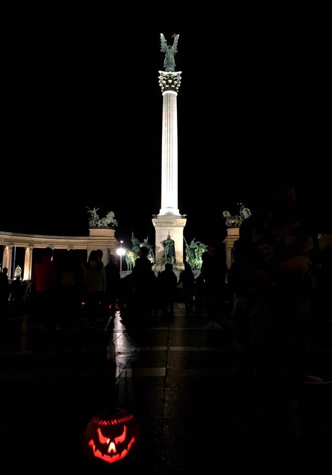 萬聖節的英雄廣場