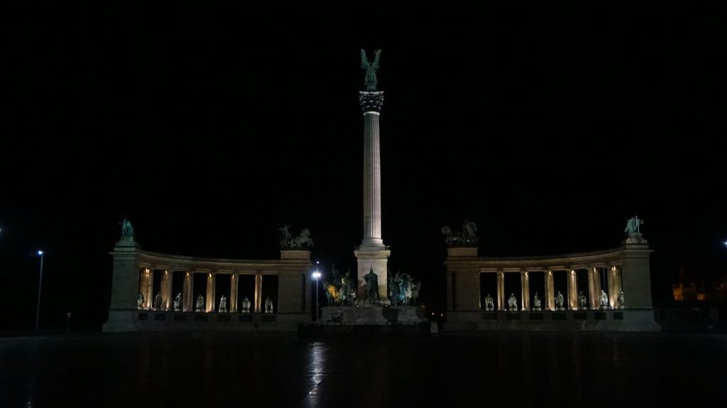 Night View-Heroes' Square