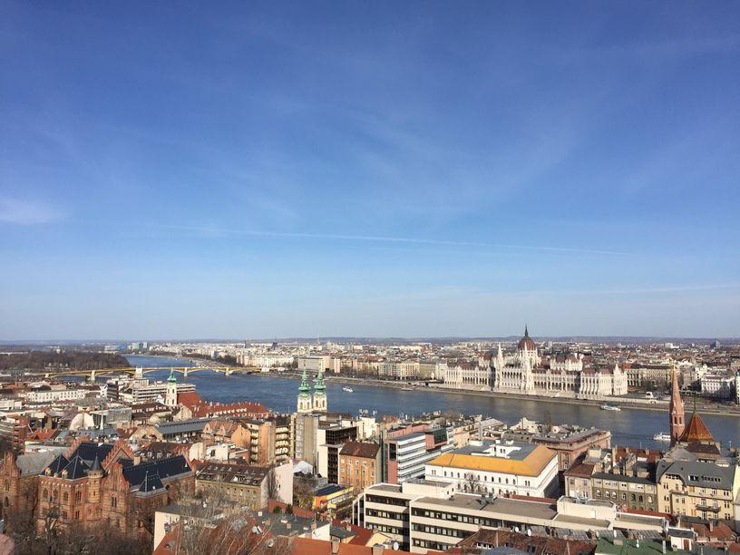 布達佩斯-布達區看過去的多瑙河風景和佩斯區