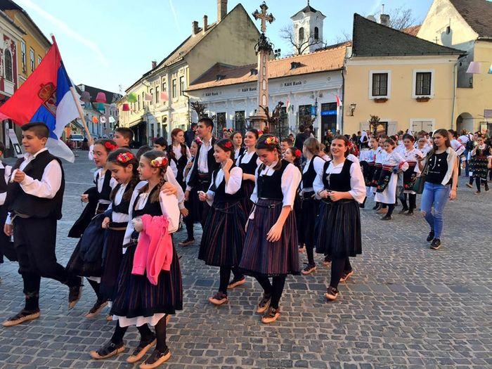 聖坦德小鎮學生傳統服裝