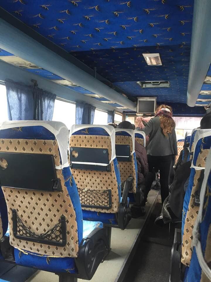 小巴士內部