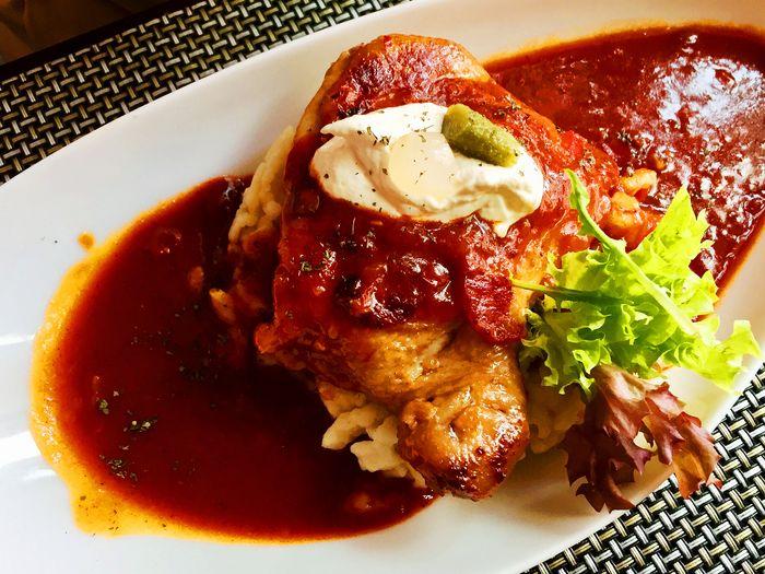 台灣高雄異國餐廳-匈牙利辣椒雞佐匈牙利小麵團