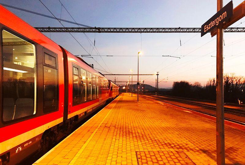 厄斯特貢火車站