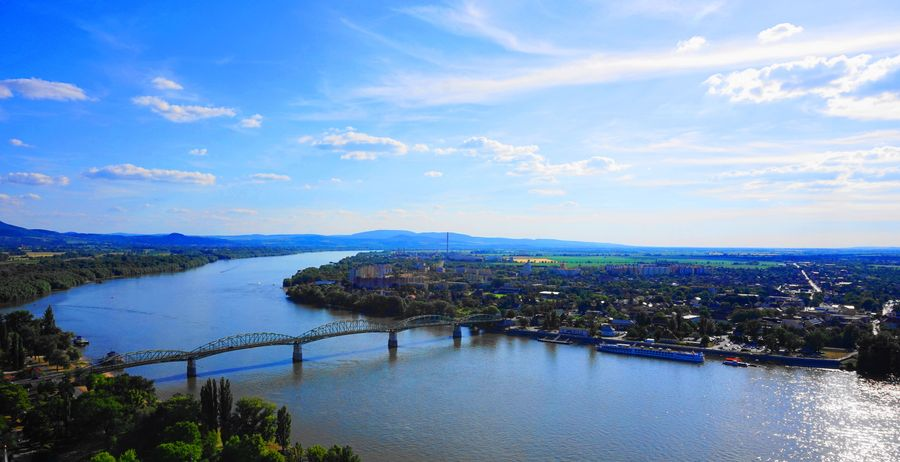 瑪麗瓦萊里橋 (Mary Valeria Bridge) with Danube
