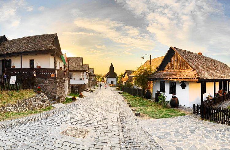 匈牙利布達佩斯近郊小鎮-霍爾洛克 Holloko-世界遺產-烏鴉蓋成的小村莊