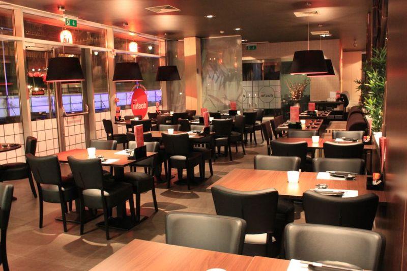 匈牙利打工度假:布達佩斯餐廳-日本餐廳itoshii,all you can eat 吃到飽,就在最美麥當勞旁邊廣場。