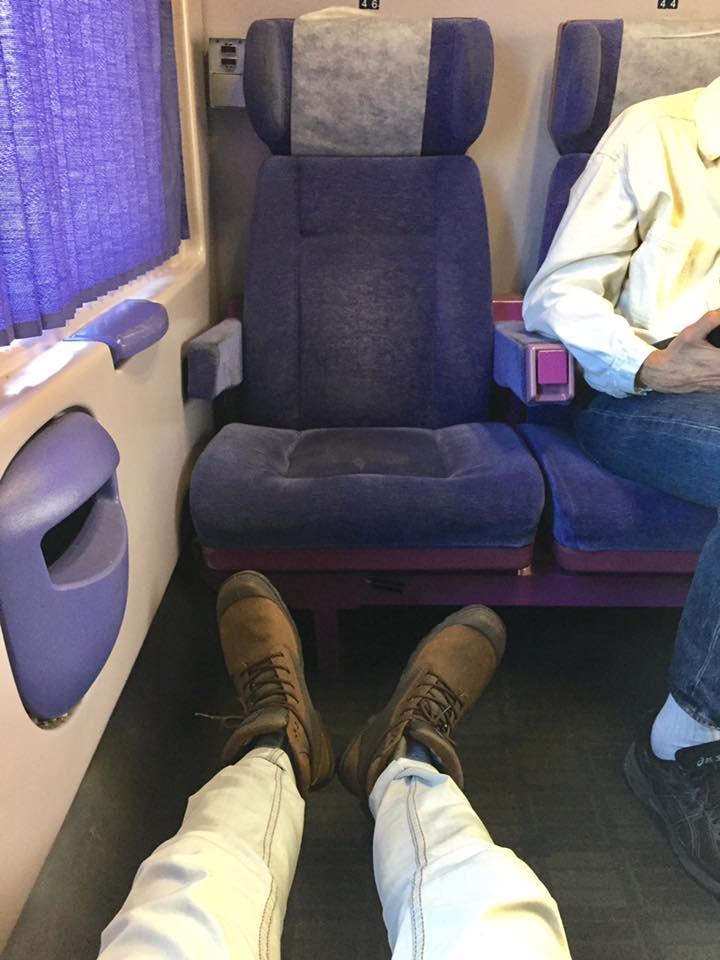 雅典到卡蘭巴卡頭等車廂,腳可以伸直好舒服。