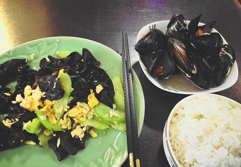 匈牙利打工度假:布達佩斯中式餐館,簡單員工餐,吃不夠再自己拿。