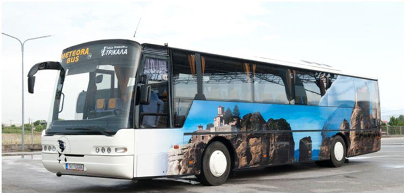 搭上卡蘭巴卡當地公車KTEL BUS前往梅特歐拉