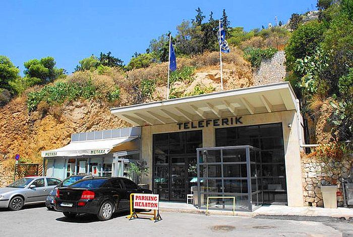 利卡維多斯山丘纜車站大門 Lykavittos Hill Cable Car,纜車站有點隱密小心不要錯過。