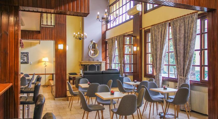 卡蘭巴卡梅特歐拉住宿推薦-Hotel Galaxy-生活機能佳。