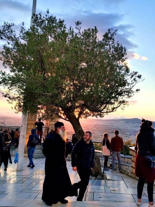 利卡維多斯山丘Lykavittos Hill,等待美麗夜景到來。