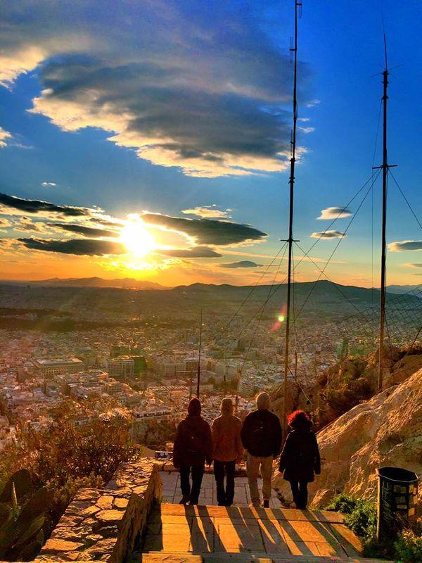 利卡維多斯山丘Lykavittos Hill旁的健行小徑,選擇走路上下山的人會經過這裡。