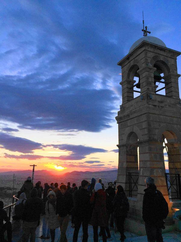 利卡維多斯山丘Lykavittos Hill,觀景台前等待美麗夕陽