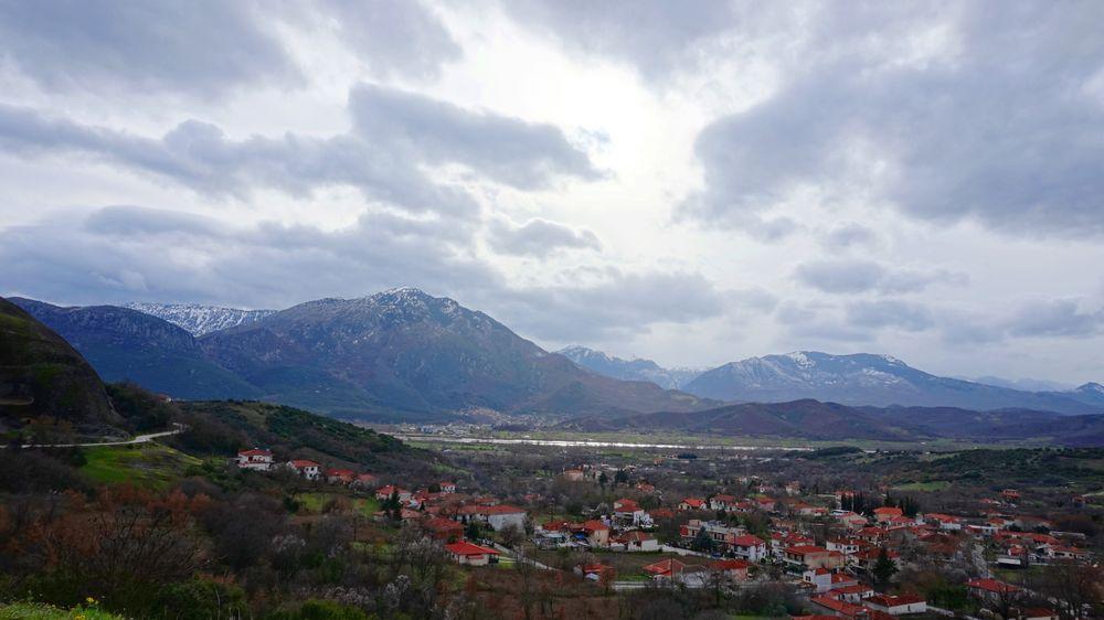 卡蘭巴卡隔壁小鎮-Kastraki。可以眺望小鎮,紅色小屋頂超可愛。
