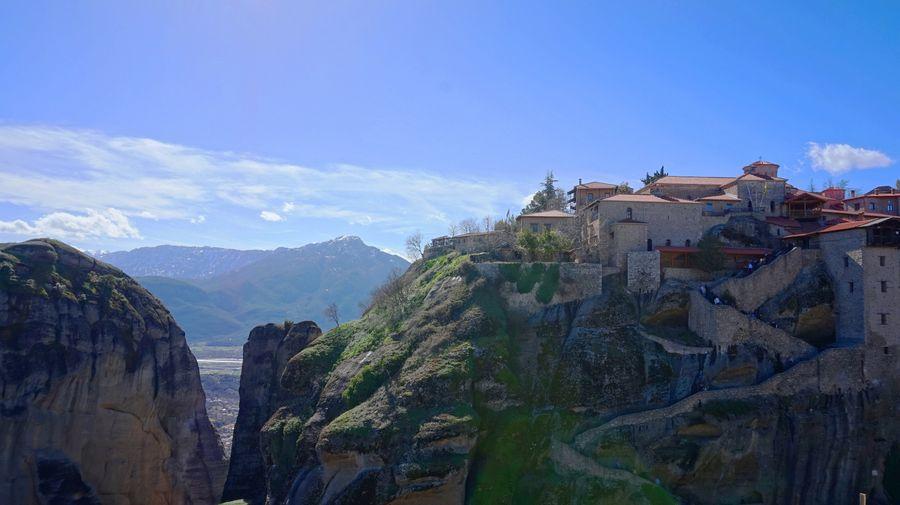 梅特歐拉Meteora修道院:大梅特歐拉道院 Great Meteoron Monastery. 看起來就很難爬嗎 ? 很值得入內參觀 ?