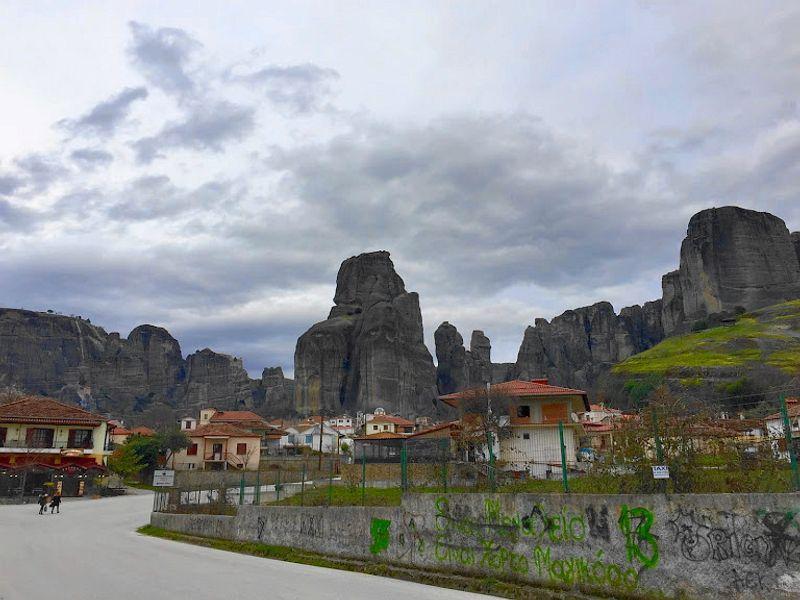 誤闖卡蘭巴卡隔壁小鎮-Kastraki。充滿巨石與塗鴉的對比,喜歡這種反差。