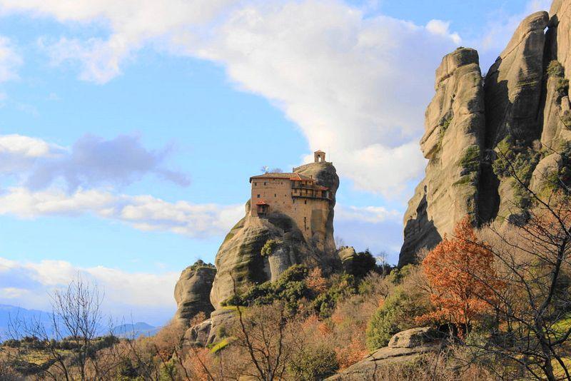 梅特歐拉Meteora修道院:聖尼可拉斯修道院 St. Nikolaos Anapafsas Monastery. 當地規模最小的一座。