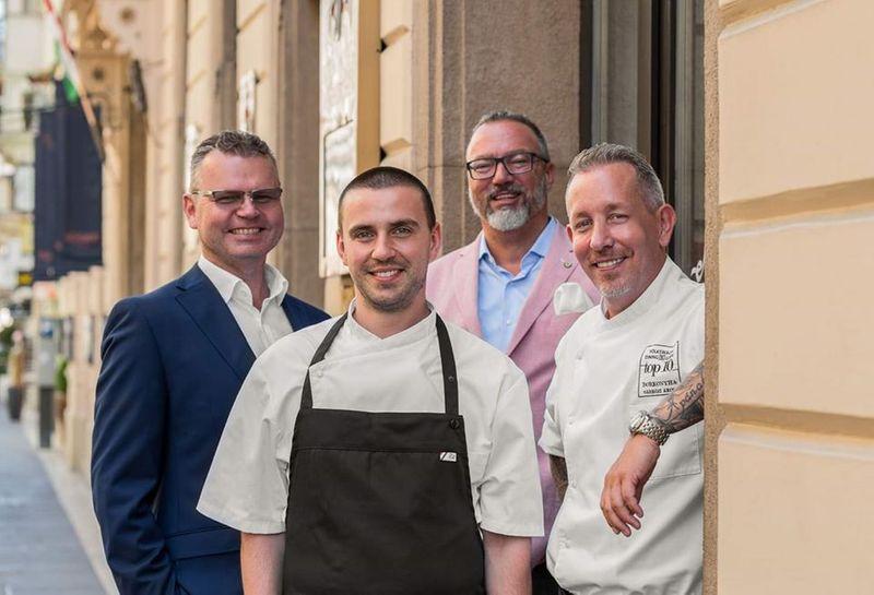 Borkonyha米其林一星餐廳,後面兩位創辦人Zoltán Kalocsai and Tamás Horváth、前面兩位副廚PUSKÁS CSABA、主廚ÁKOSSÁRKÖZI