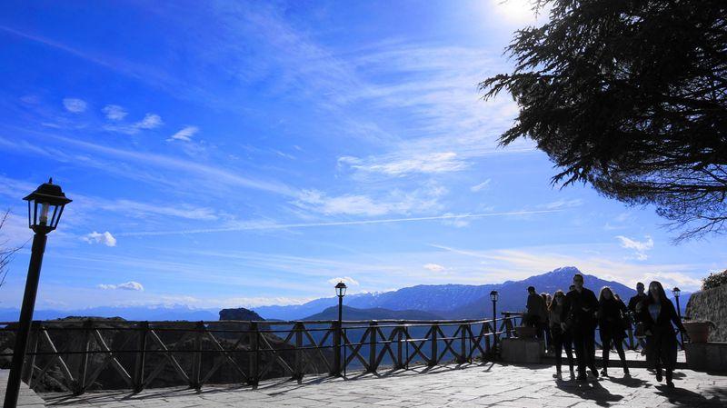 大梅特歐羅修道院-觀景平台,往下眺望卡斯特拉基(Kastraki) 小鎮。