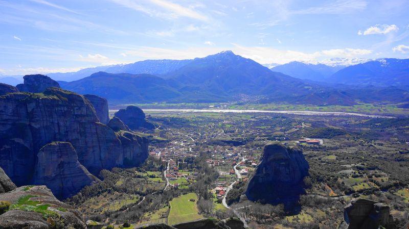 梅特歐拉Meteora-從最古老的大梅特歐羅修道院往下看Kastraki城鎮。