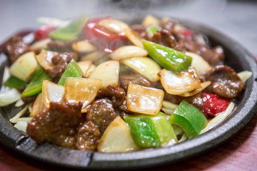 Fu Mester傅師傅:布達佩斯中式餐館-鐵板牛柳好下飯。