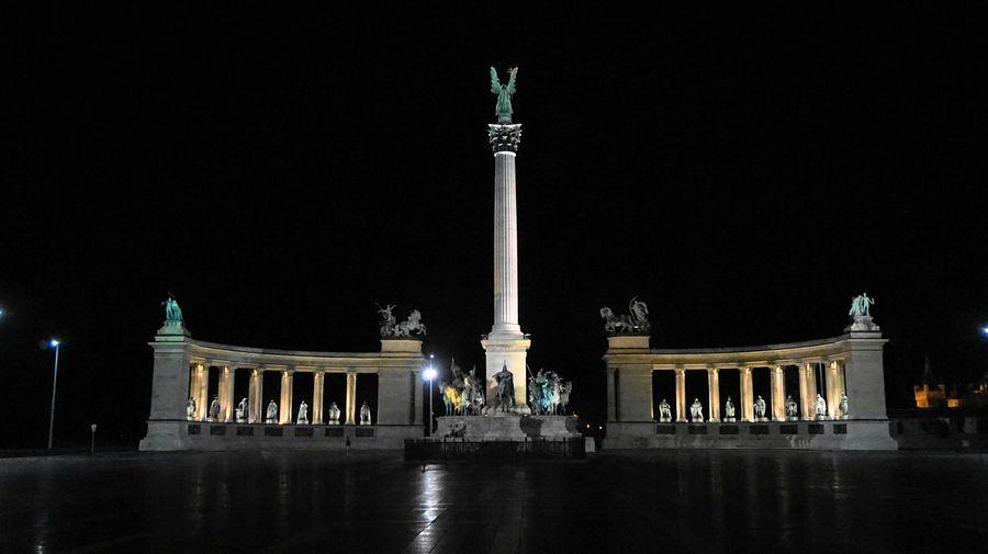 布達佩斯英雄廣場 Heroes' Square,建國1000週年紀念,頂端站立著大天使加百列。