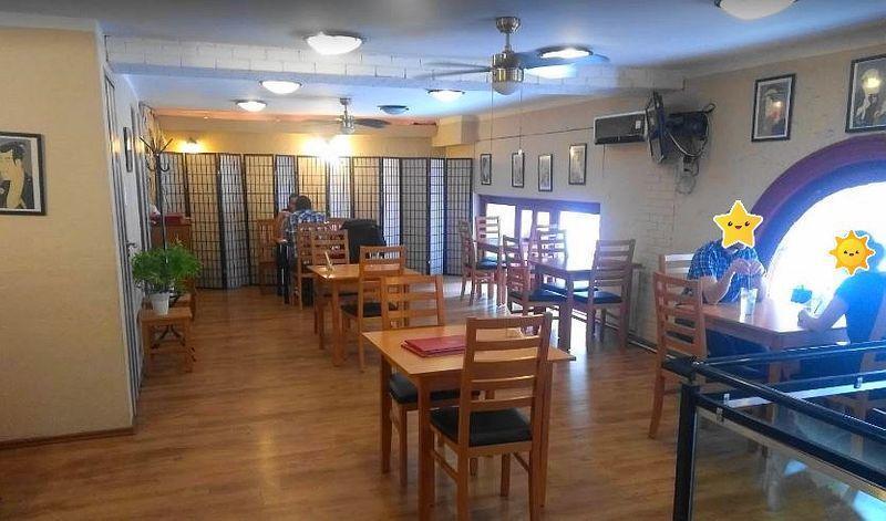 Komachi Japanese Bistro in Budapest 小町-餐廳內部二樓。有很多日本商務人士前往用餐。