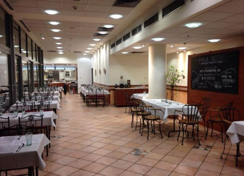 Bibimbap Pala Bistro in Budapest 位在布達佩斯布達區的韓式料理,內部用餐空間。