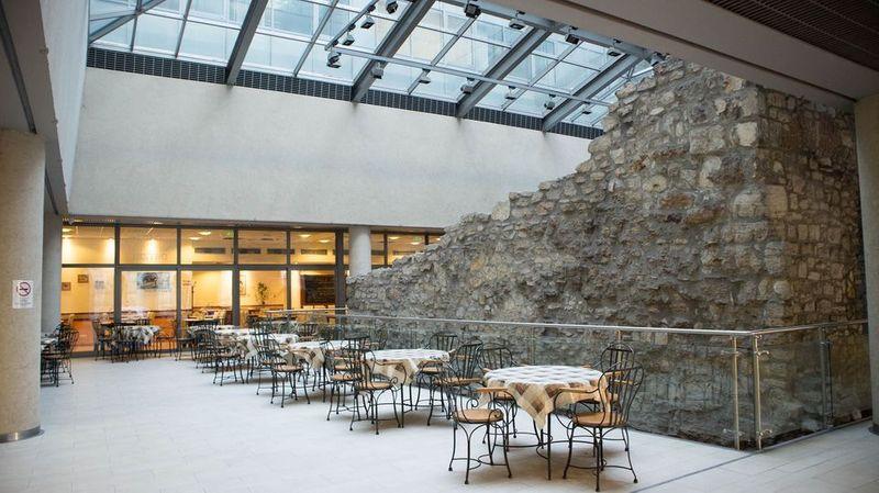 Bibimbap Pala Bistro in Budapest 位在布達佩斯布達區的韓式料理,室外用餐空間。