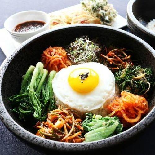 Bibimbap Pala Bistro in Budapest 位在布達佩斯布達區的韓式料理,來一份石鍋拌飯好滿足又營養。