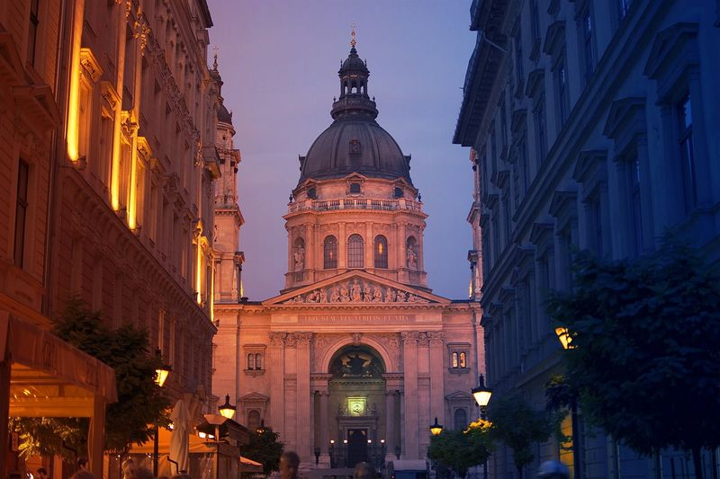 布達佩斯聖史蒂芬教堂 St. Stephen's Basilica,裡頭保存第一位匈國國王的神聖右手,聽起來就好威。