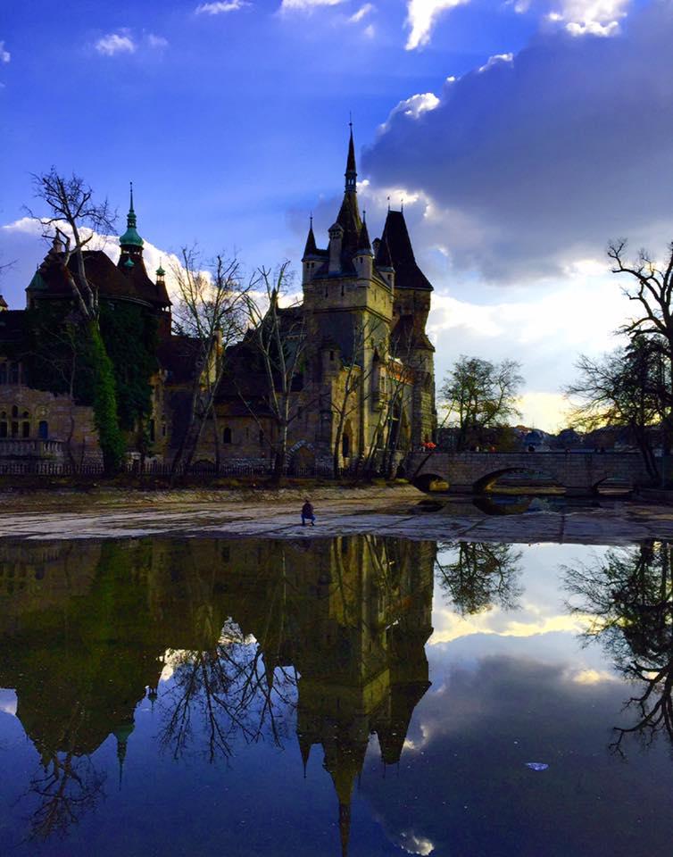布達佩斯城市公園 City Park,一般觀光客不會來,當地人遛狗、遛小孩、運動都會在這裡,佔地非常的廣大,還有沃伊達奇城堡Vajdahunyad-Castle。