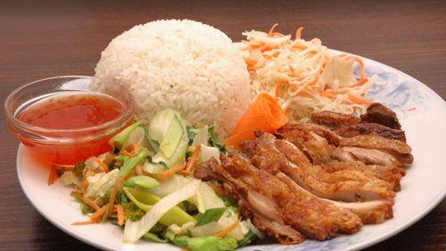 Viet Pho Bistro in Budapest-除了越南河粉還有飯類可供選擇。