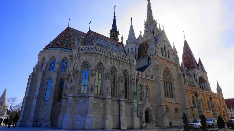 布達佩斯馬提亞斯教堂 Matthias Church,多元融合的美麗教堂,位在漁人堡旁邊,記得近看看細節。
