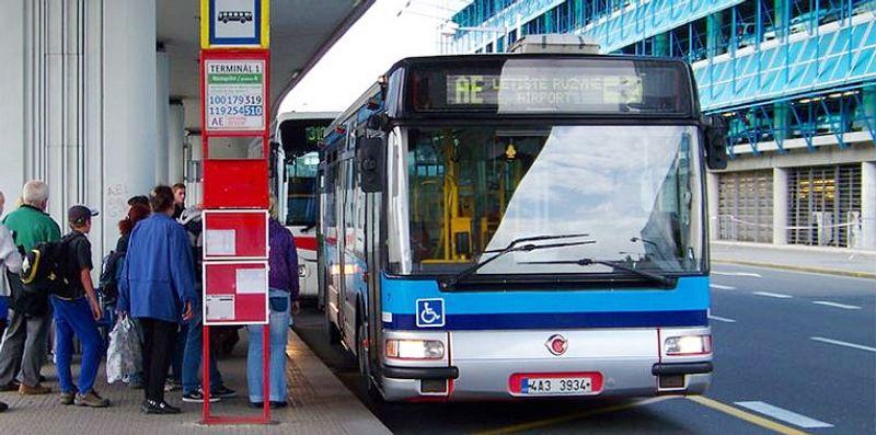 布拉格機場機場快捷巴士Airport Express,直達布拉格中央車站。