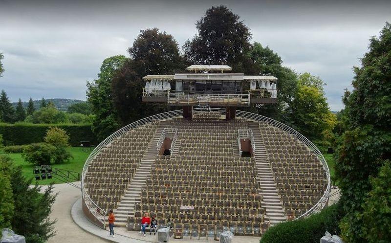 CK小鎮-城堡花園內的露天演奏院