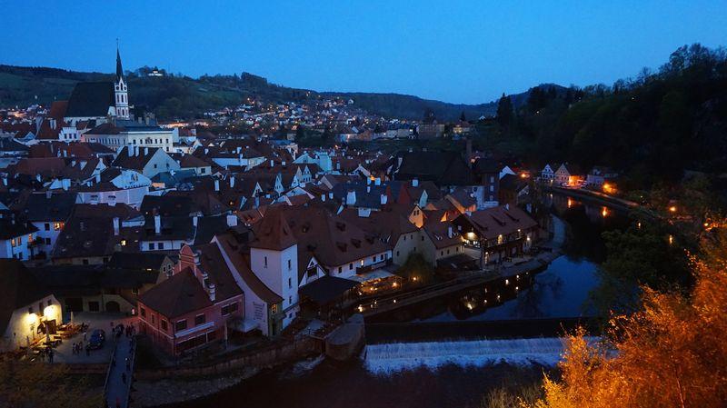 最佳觀景處(夜景):CK小鎮全景與伏爾塔瓦河 Vltava River