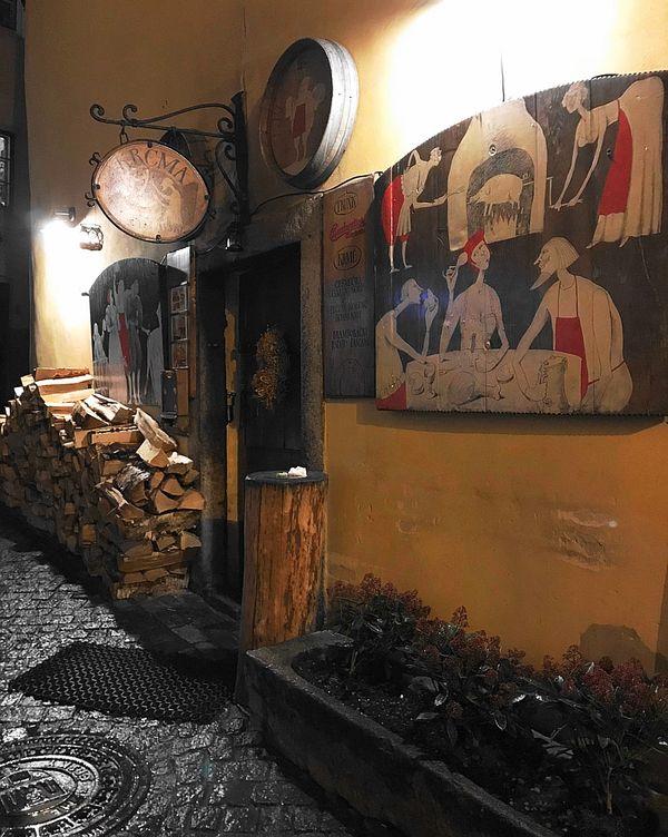 CK小鎮-高人氣地窖餐廳門口