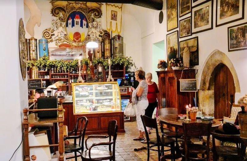 布拉格查理大橋博物館,附設巴洛克式咖啡館。