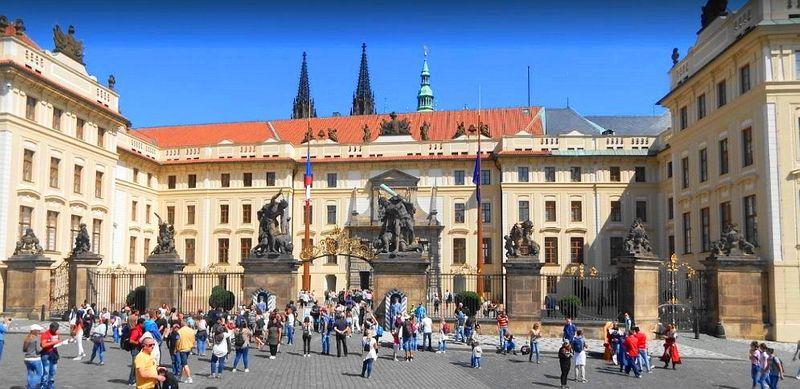 布拉格Prague必去景點-布拉格城堡大門