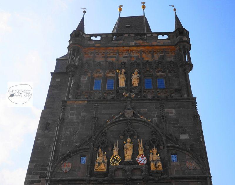 布拉格必去景點:查理大橋舊城區塔樓,登塔能夠看見好風景。
