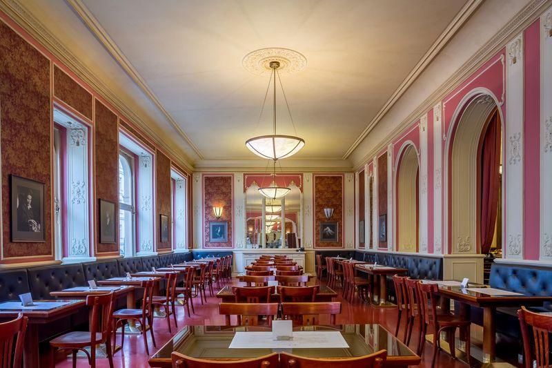 布拉格美食:羅浮咖啡廳 cafe louvre,愛因斯坦、卡夫卡都愛來。