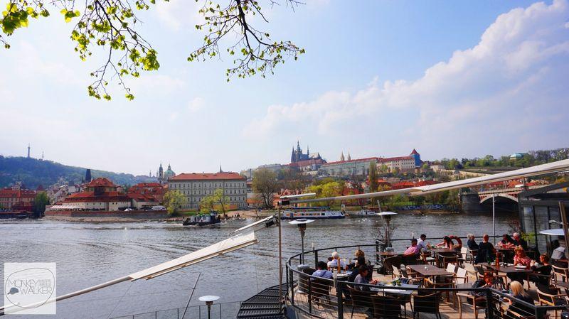 布拉格Prague必去景點-伏爾塔瓦河沿岸咖啡館