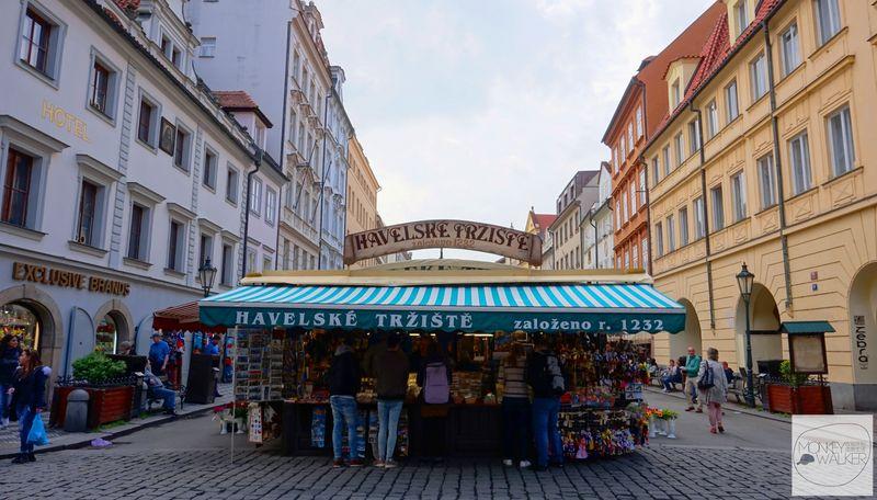 布拉格Prague必去景點-哈維爾市集,購買生鮮水果與紀念品好地方。