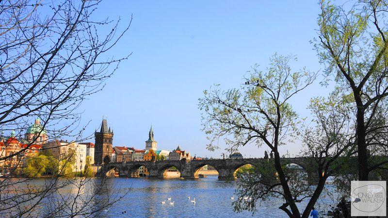 布拉格Prague必去景點-查理大橋最佳明信片視角。