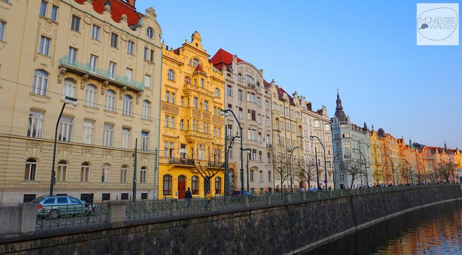 布拉格Prague必去景點-新城區繽紛顏色的住宅。